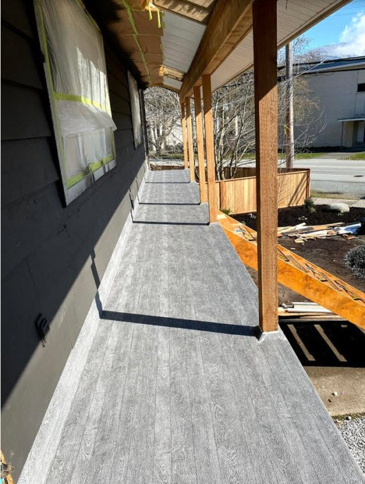 Front Entrance Deck - Vinyl Decking in Squamish - 66 Mil Grey Pearl Plank Material
