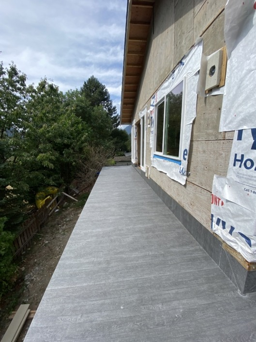 L Shaped Deck - Vinyl Decking Installation 1 - New Carriage House - Squamish - 66 Grey Pearl Plank