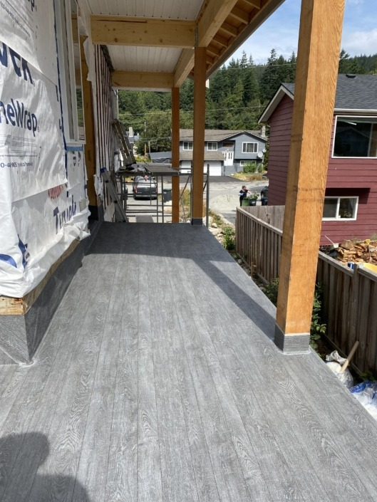 L Shaped Deck - Vinyl Decking Installation 2 - New Carriage House - Squamish - 66 Grey Pearl Plank